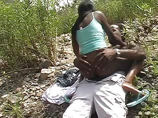 Ebony Slut Gets Her Pussy Fucked Outdoors