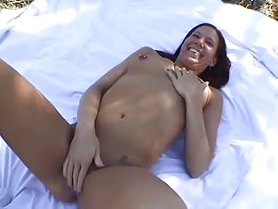 Amateur Girl Gets Fucked During a PIcnic